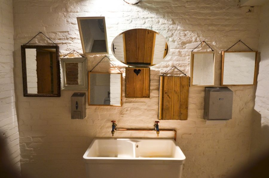 Corvin cristian lacrimi si sfinti - Restaurant bathroom design ideas ...